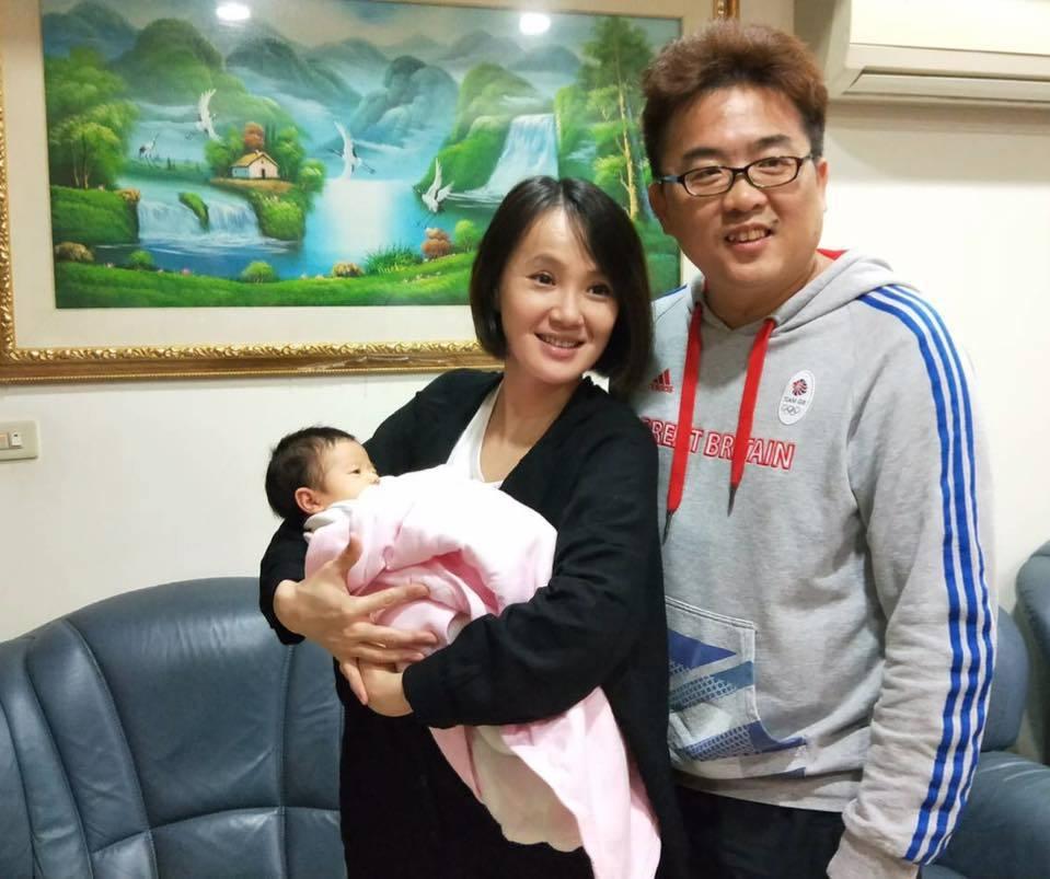 女星黃雨欣與跆拳道教練劉聰達婚後十分幸福。圖/摘自臉書