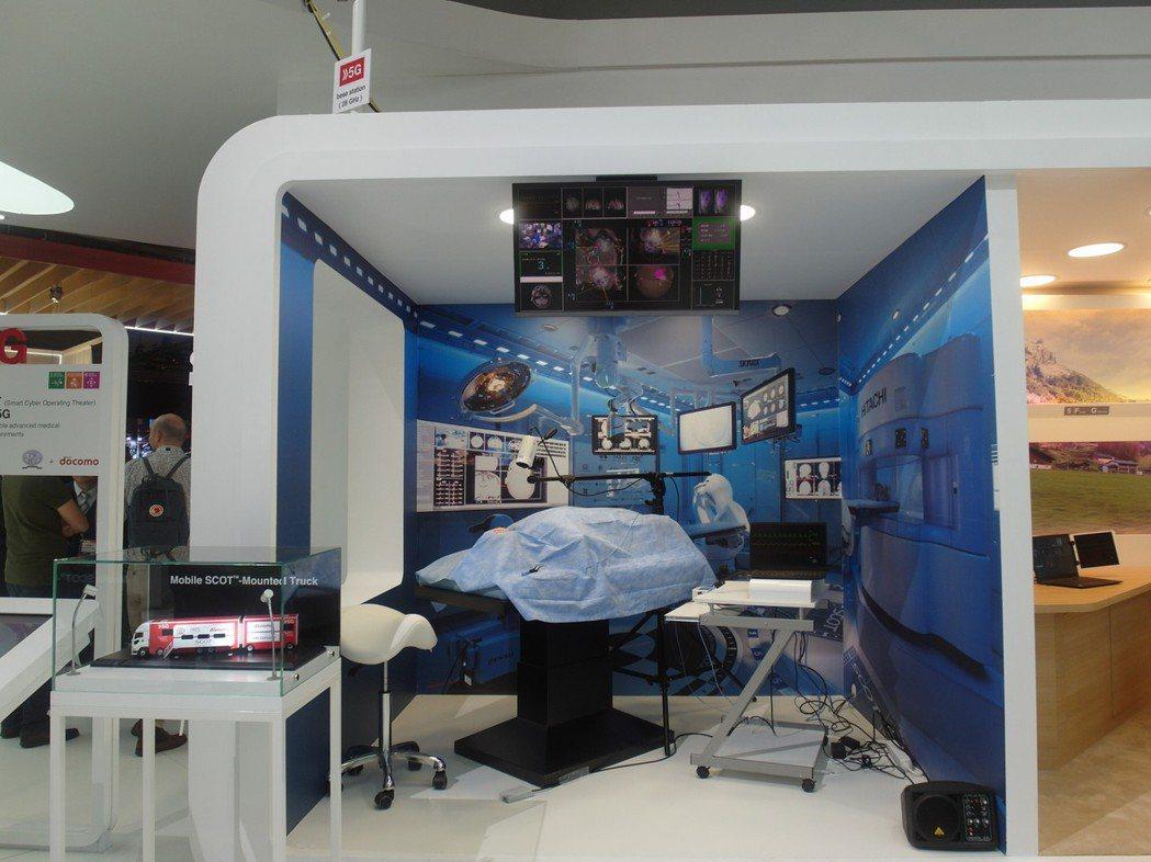 NTT  DOCOMO將5G應用在醫療,MWC展出其移動智慧手術室。記者何佩儒/...