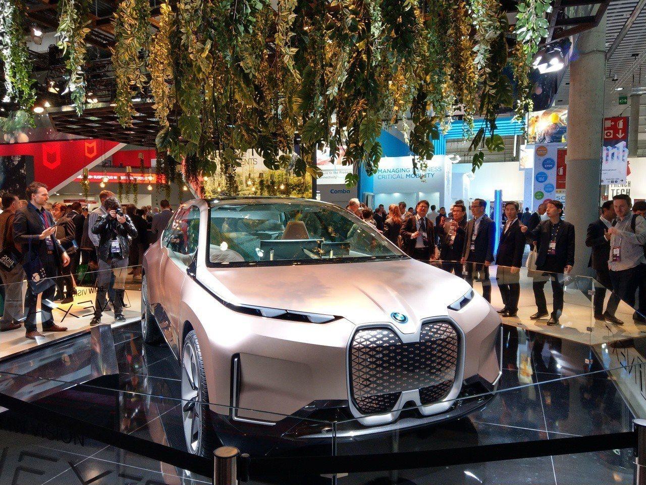 汽車大廠BMW也在MWC設展區。記者鐘惠玲/攝影