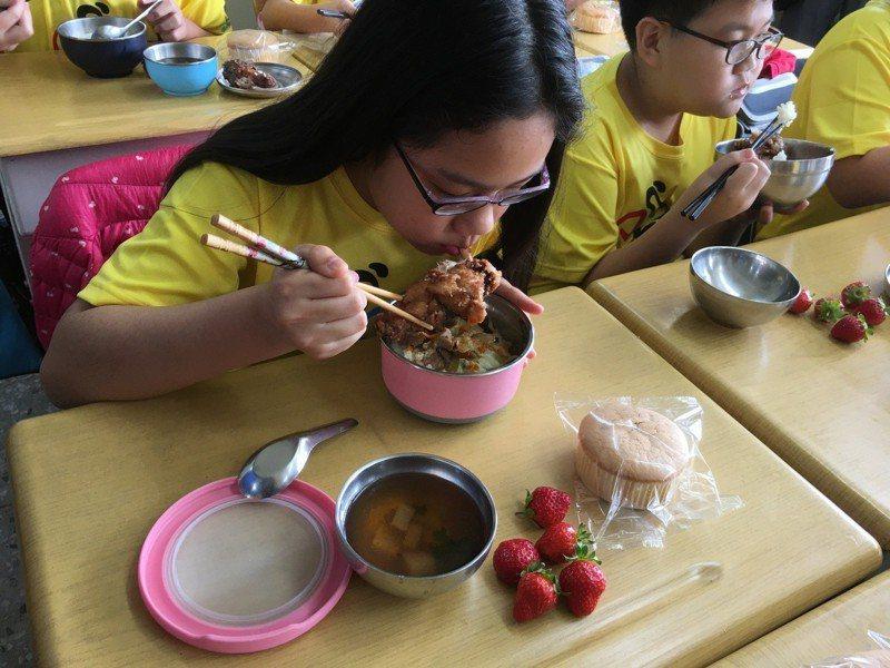 教育部昨天表示,將研擬營養午餐專法草案,預計五月至六月間會送到立法院審議。 圖/聯合報系資料照片