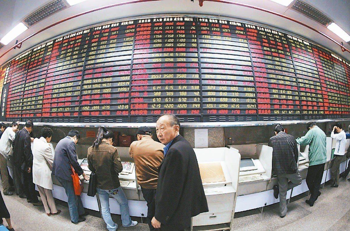 在指數型股票基金獎項,因為ETF市場的多元發展,今年新增了「債券類」獎項,並在「...