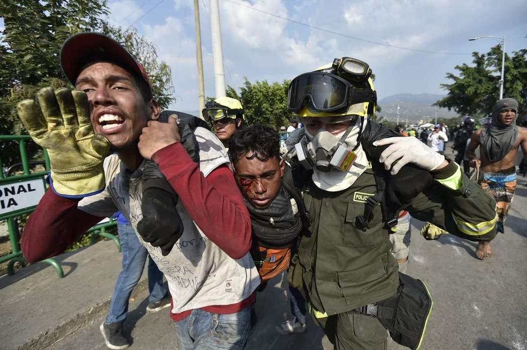 拉丁美洲的委內瑞拉,正陷入嚴重的人道主義危機。圖為2月底,在委內瑞拉與哥倫比亞邊...