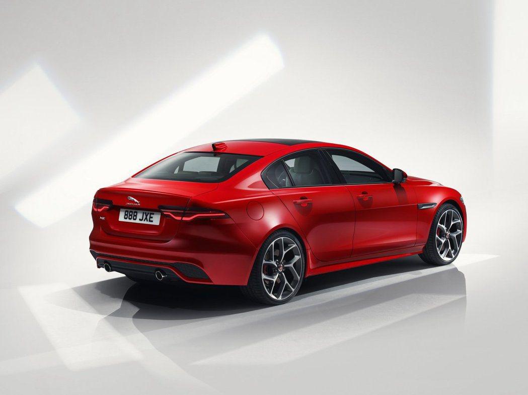 Jaguar XE R-Dynamic車型有專屬的套件與輪圈。 摘自Jaguar