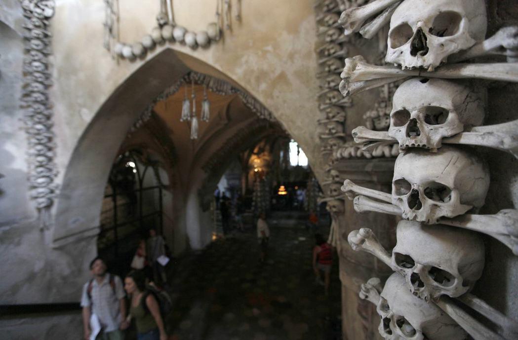 位於捷克的人骨教堂(Sedlec Ossuary )。 圖/路透社