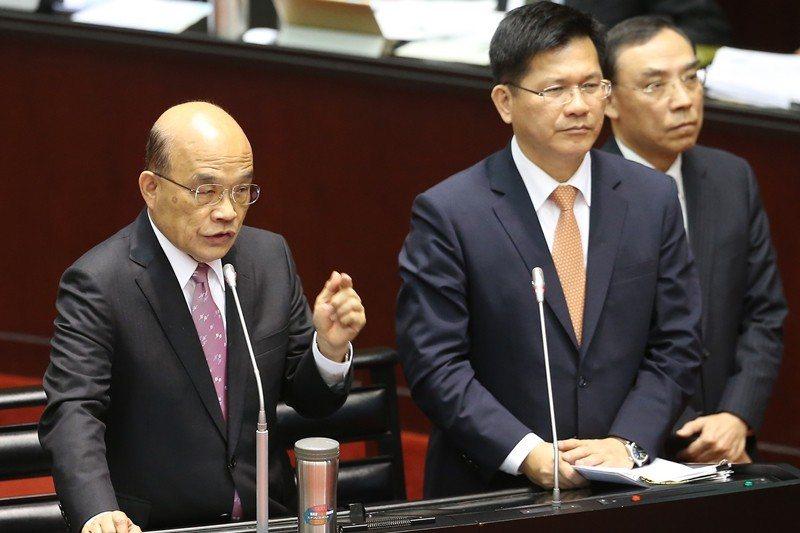 2月26日,行政院長蘇貞昌(左)、交通部長林佳龍(右)針對酒駕在立法院備詢。 圖/聯合報系資料照