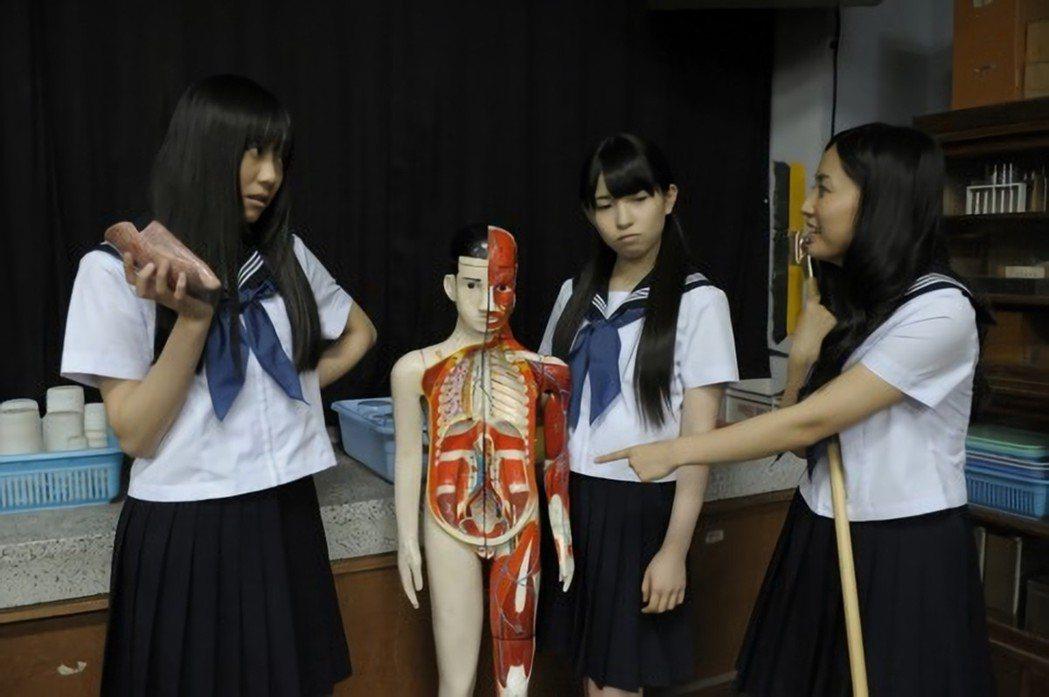 日本「學校怪談」的都市傳說,之一是學校裡的人骨模型和人體標本會半夜走動。 圖/S...