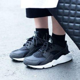 5雙最經典百搭的「熱銷款黑鞋」 好搭又平價,當情侶鞋也超適合