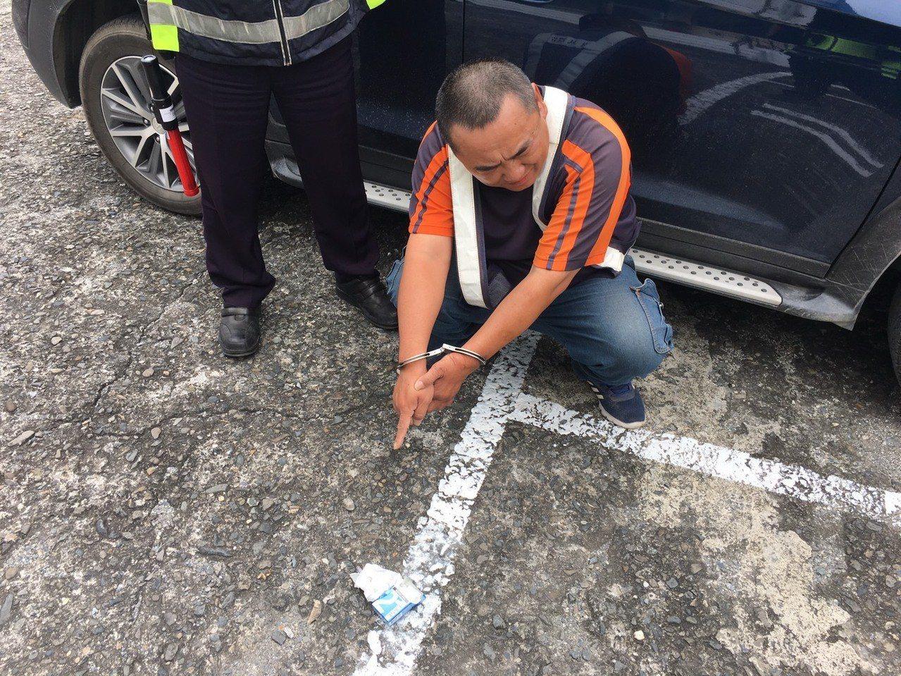台東大武警分局多良派出所昨天執行取締車輛超速違規時,查獲陳姓男子持有毒品吸食器。...