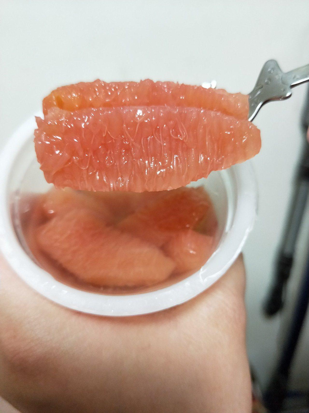 打開可見滿滿鮮果肉。圖/摘自Costco好市多 商品經驗老實說社團