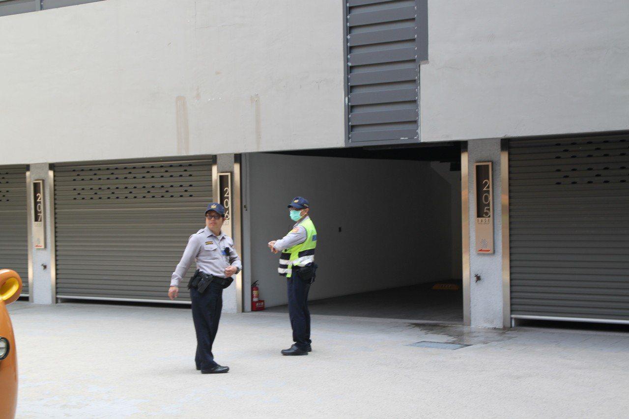台中市太平區新興路一家汽車旅館上午傳出有兩派人馬10多人起糾紛,同時傳出槍擊。圖...