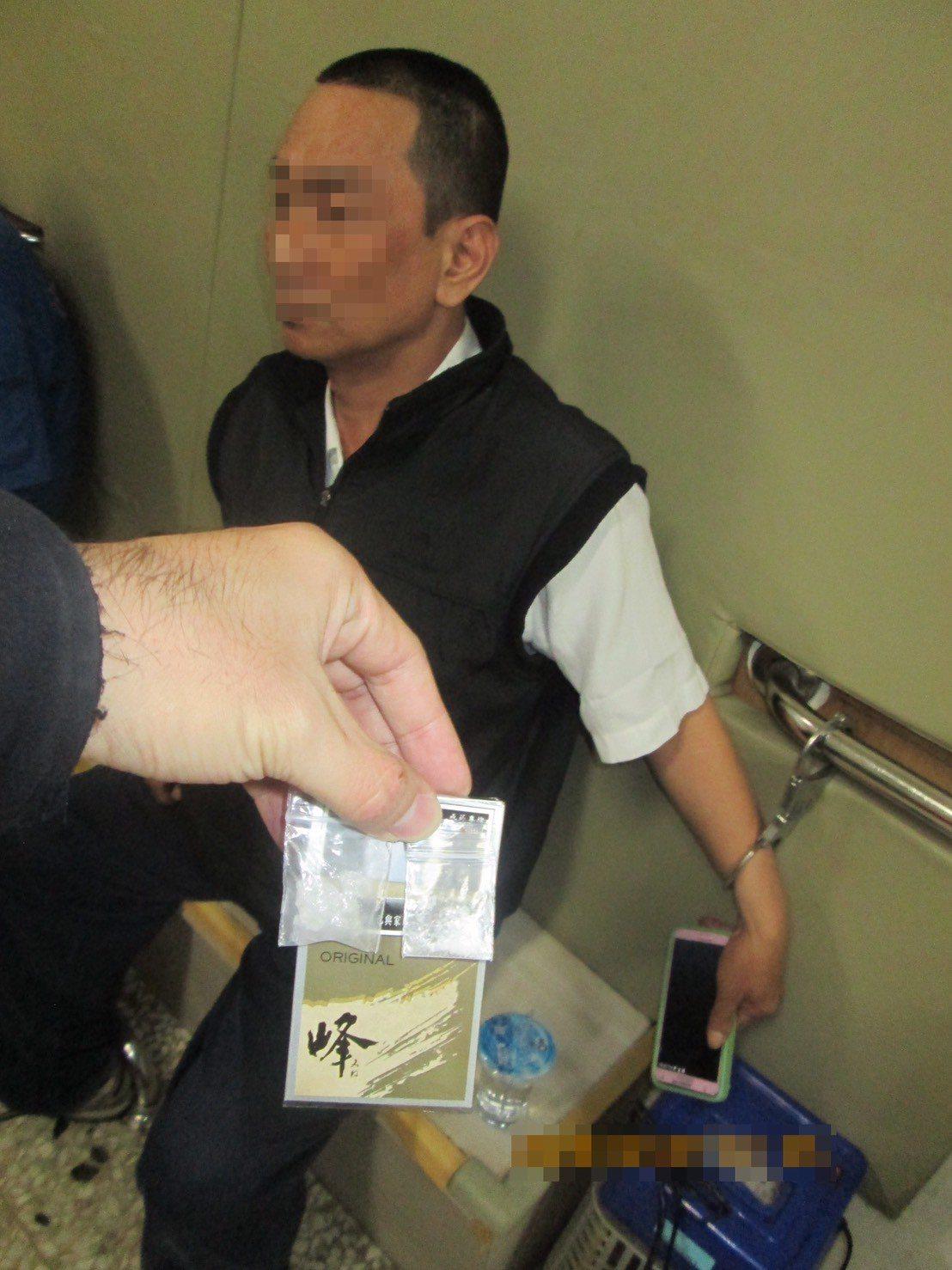 簡姓男子涉嫌持有安非他命毒品,被警方查獲法辦。記者黃宣翰/翻攝