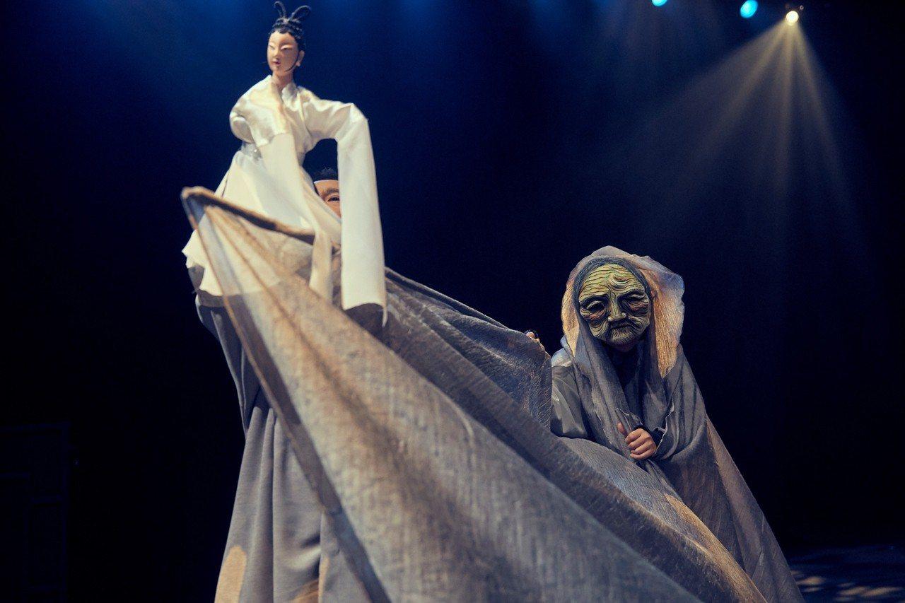 台灣戲曲藝術節─真快樂掌中劇團的《孟婆•湯》。圖/台新文藝基金會提供