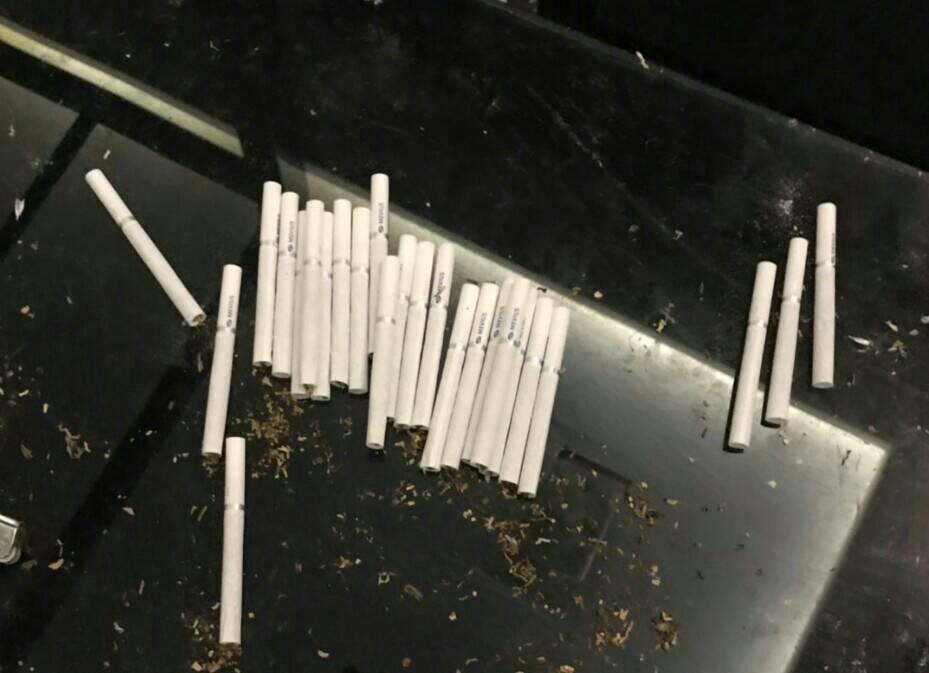 台中市太平區新興路一家汽車旅館上午傳出槍擊案,旅館房內查獲許多毒菸。圖/警方提供
