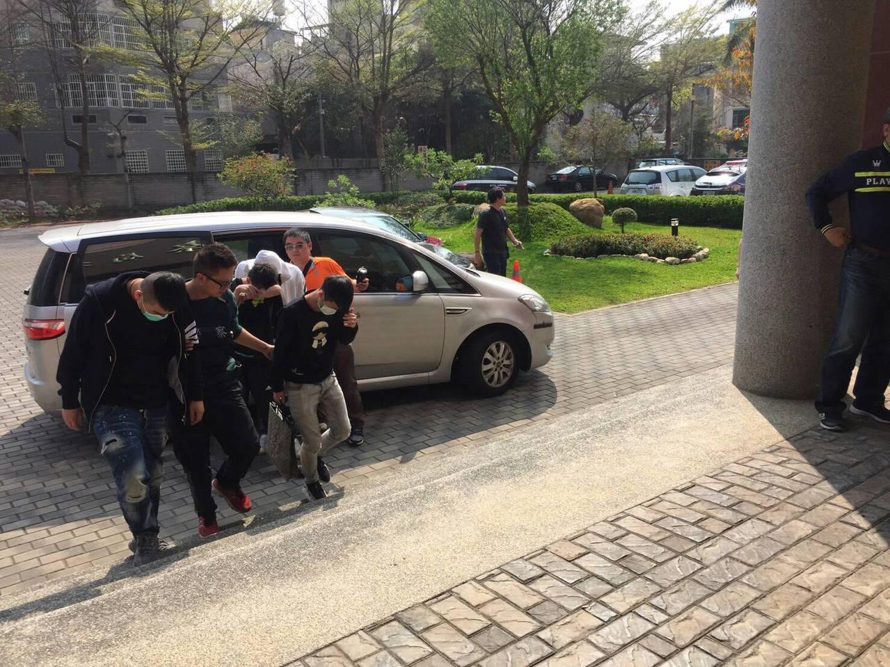 台中市太平區新興路一家汽車旅館上午傳出槍擊案,警方經過不到5小時追緝即宣佈破案,...