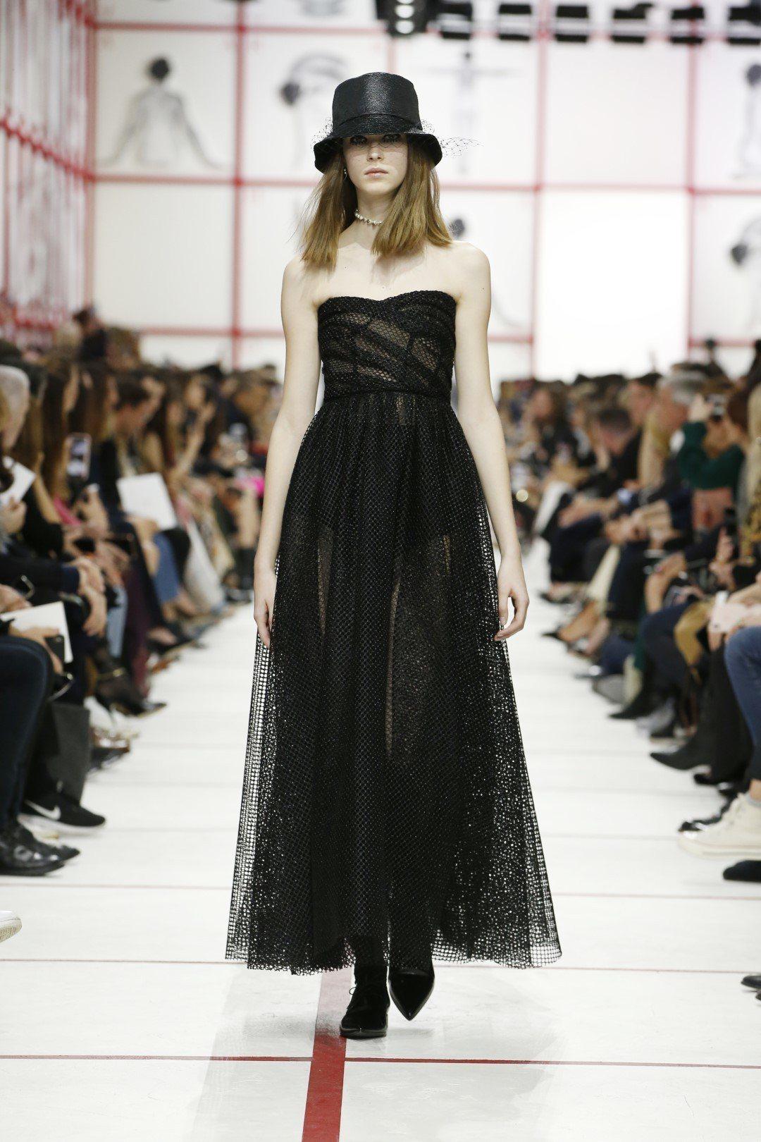 晚裝系列低調內斂。圖/Dior提供