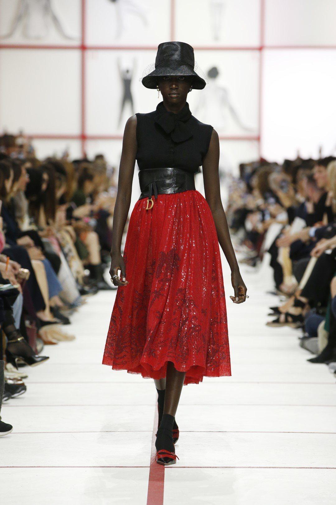 Dior秋冬系列融會50年代的街頭文化,以新的技術將藝術家 Mario Schi...