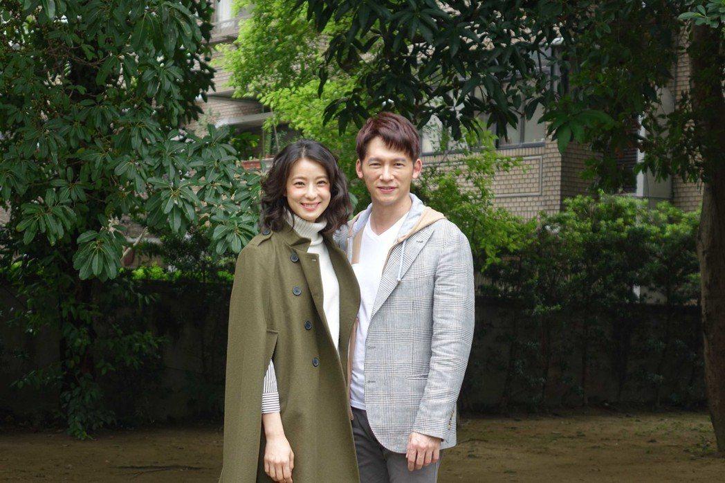賴雅妍(左)和溫昇豪5度合作舞台劇「瘋狂偶像劇」。圖/全民大劇團提供