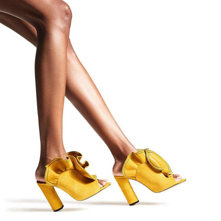 Jimmy Choo鞣皮魚口穆勒鞋。圖/取自Jimmy Choo官網