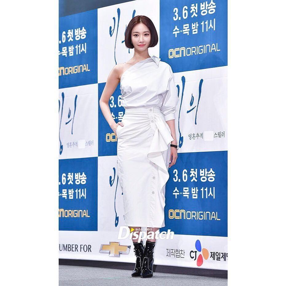 高俊熙身穿Max Mara 2019春夏系列發表OCN驚悚新劇《附身》。圖/取自...