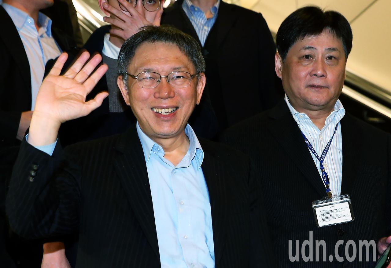 台北市長柯文哲(左)結束以色列訪問行程,27日傍晚返抵桃園機場。記者陳嘉寧/攝影