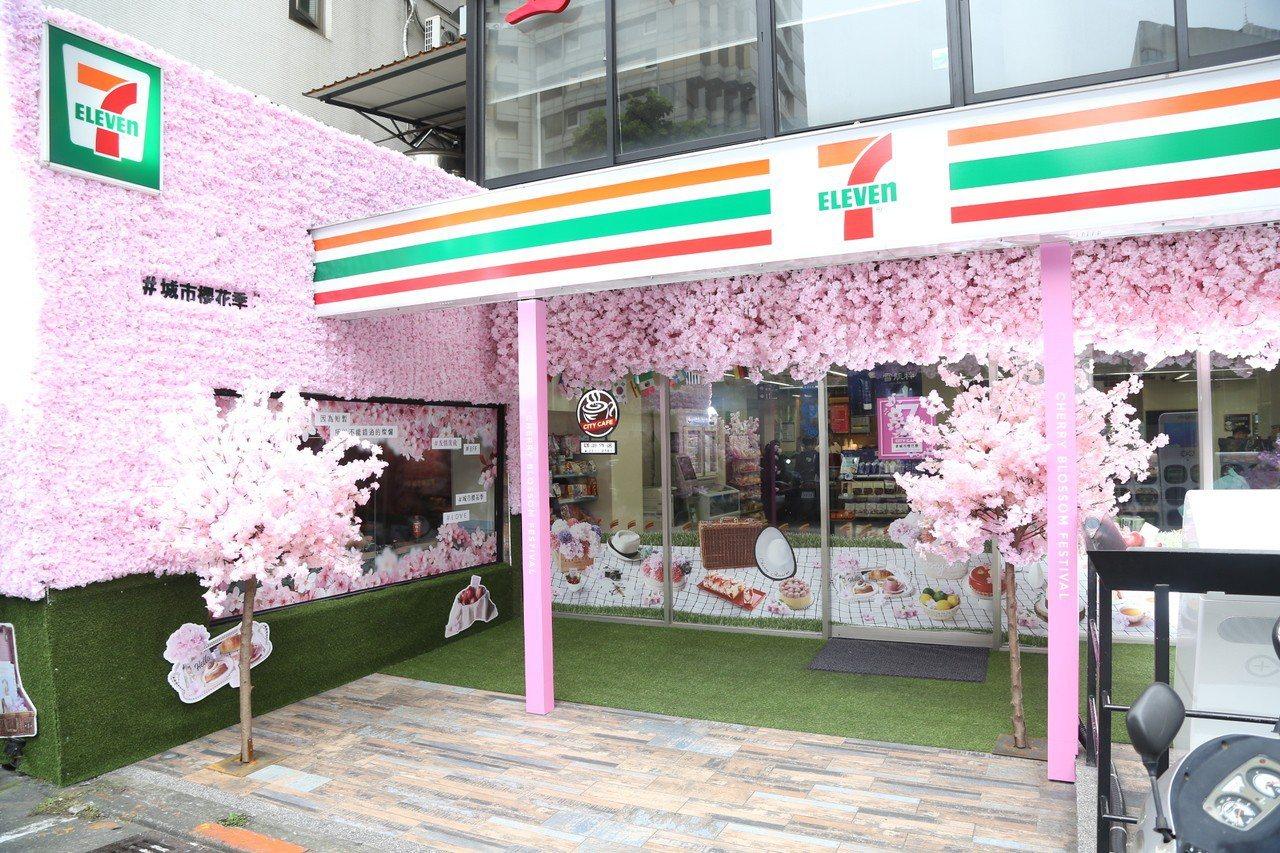 位於台北市東區的7-ELEVEN誠安門市將外觀打造成整面櫻花花海及夢幻粉色櫻花廊...