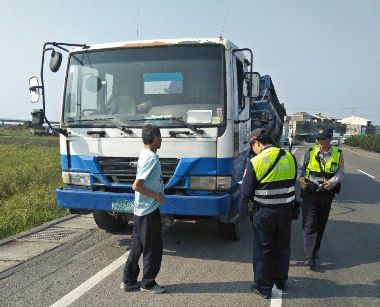 為因應大型車超重、超載危及西濱快速道路高架橋與行車安全問題,彰化警方將從3月起,...