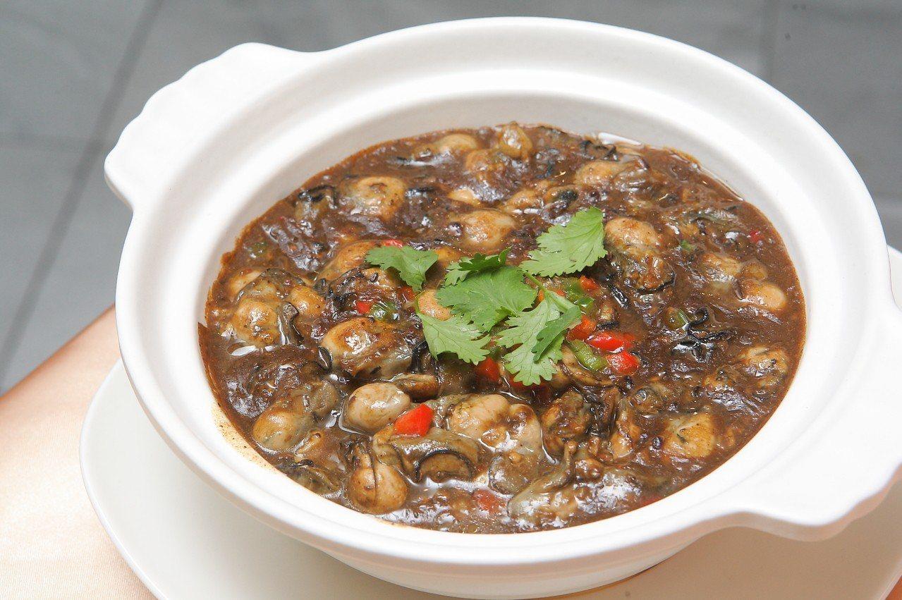 結合東石牡蠣、豆豉、冬菇醬、粉絲的鮮味牡蠣粉絲煲,每份688元。記者陳睿中/攝影
