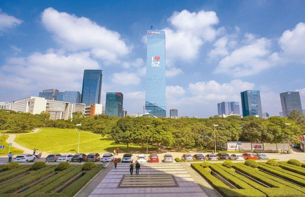 深圳2018年的GDP首度超過香港,成為粵港澳大灣區經濟總量排名第一的城市。圖為...