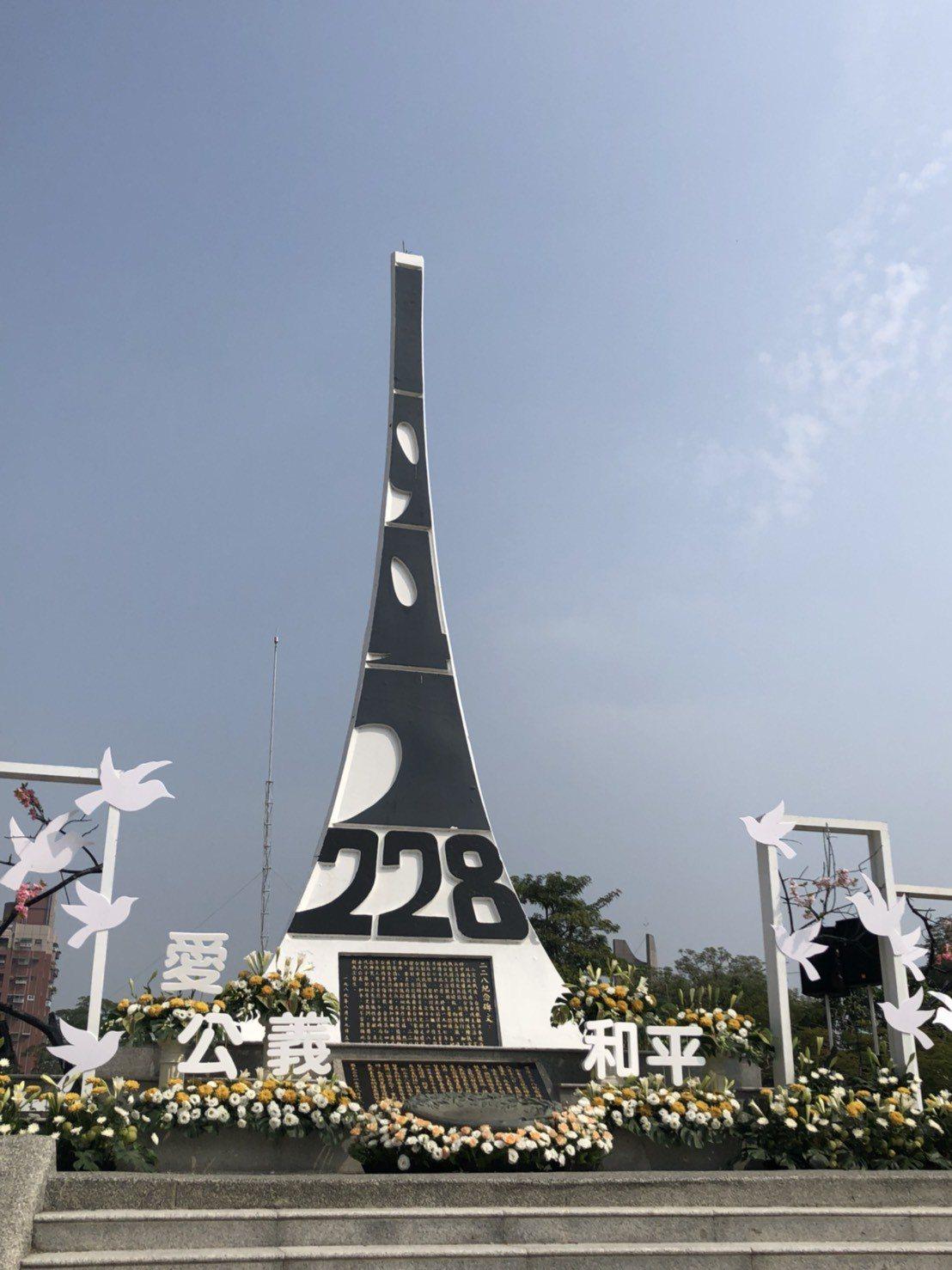 建築師呂欽文在臉書發文表示,有位朋友在近日才知道為何自己生日明明是224,有段時...