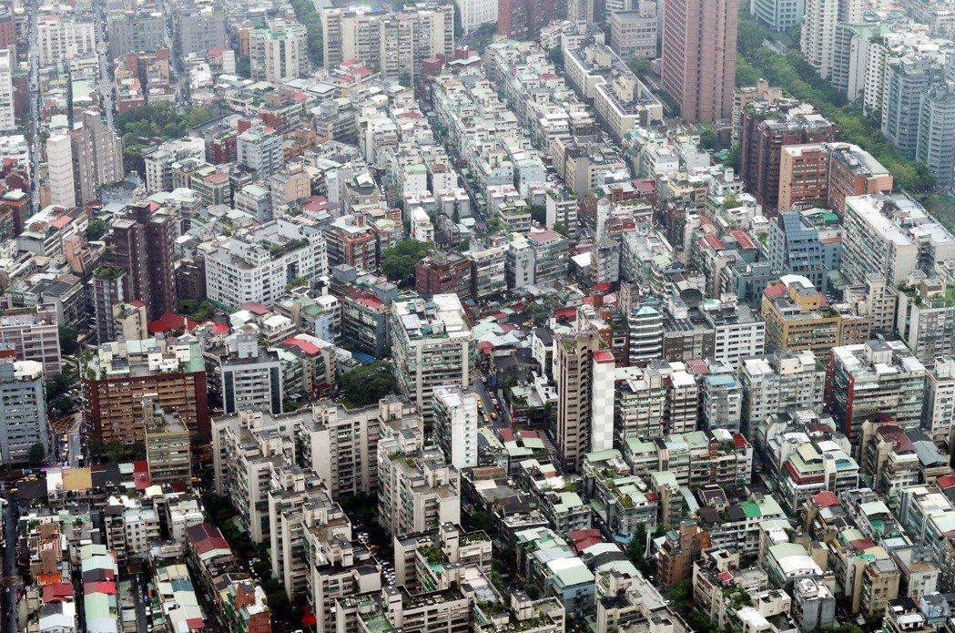 內政部今天修正發布「都市計畫法台灣省施行細則」,有條件增加都市型產業用地的容積獎...