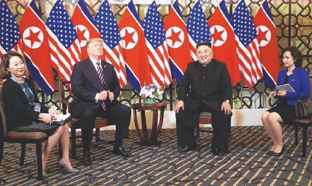 川普與金正恩會談,只有口譯員在側。 路透