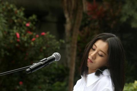 白安今天舉行「一日一生」春季巡迴見面會,以現場演唱和歌迷共度一個下午。