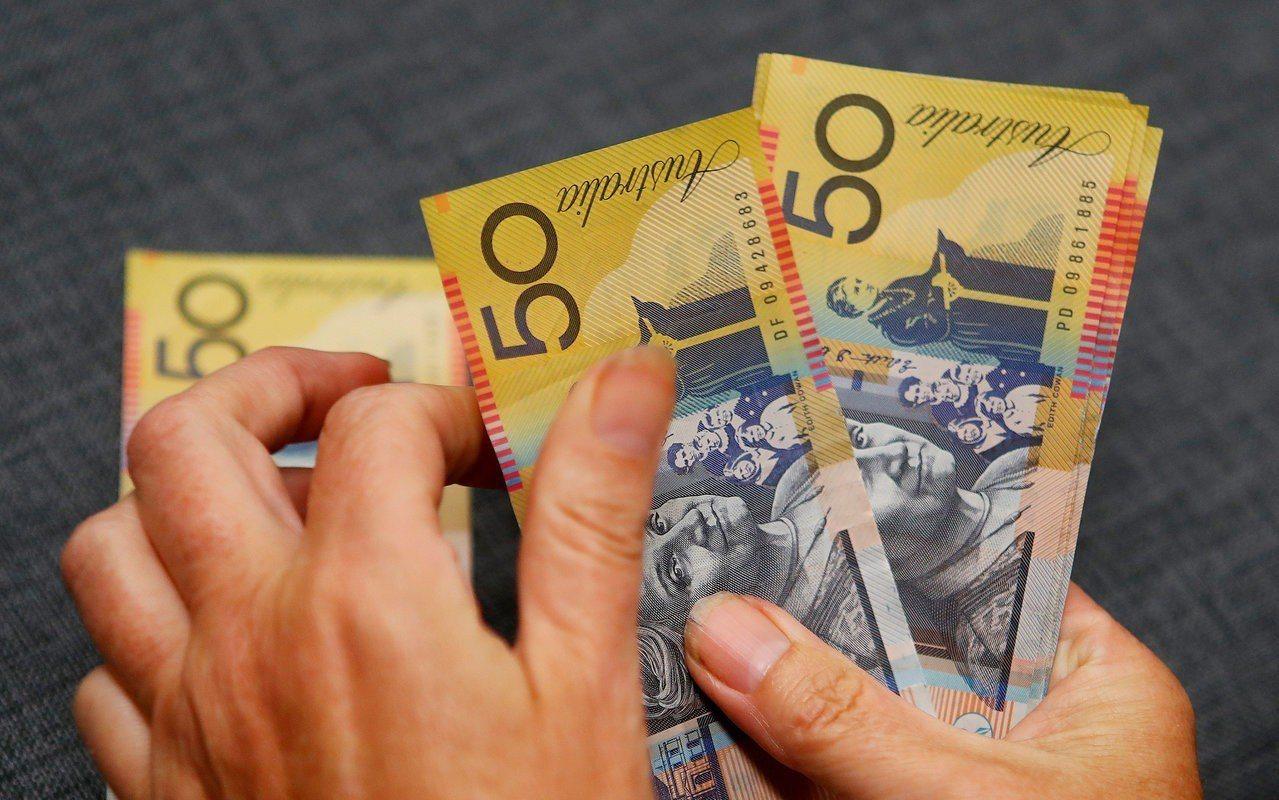 澳幣兌美元近一年已下跌約10%。路透