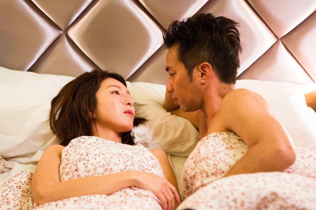 楊謹華(左)黃健瑋拍床戲  圖/八大提供