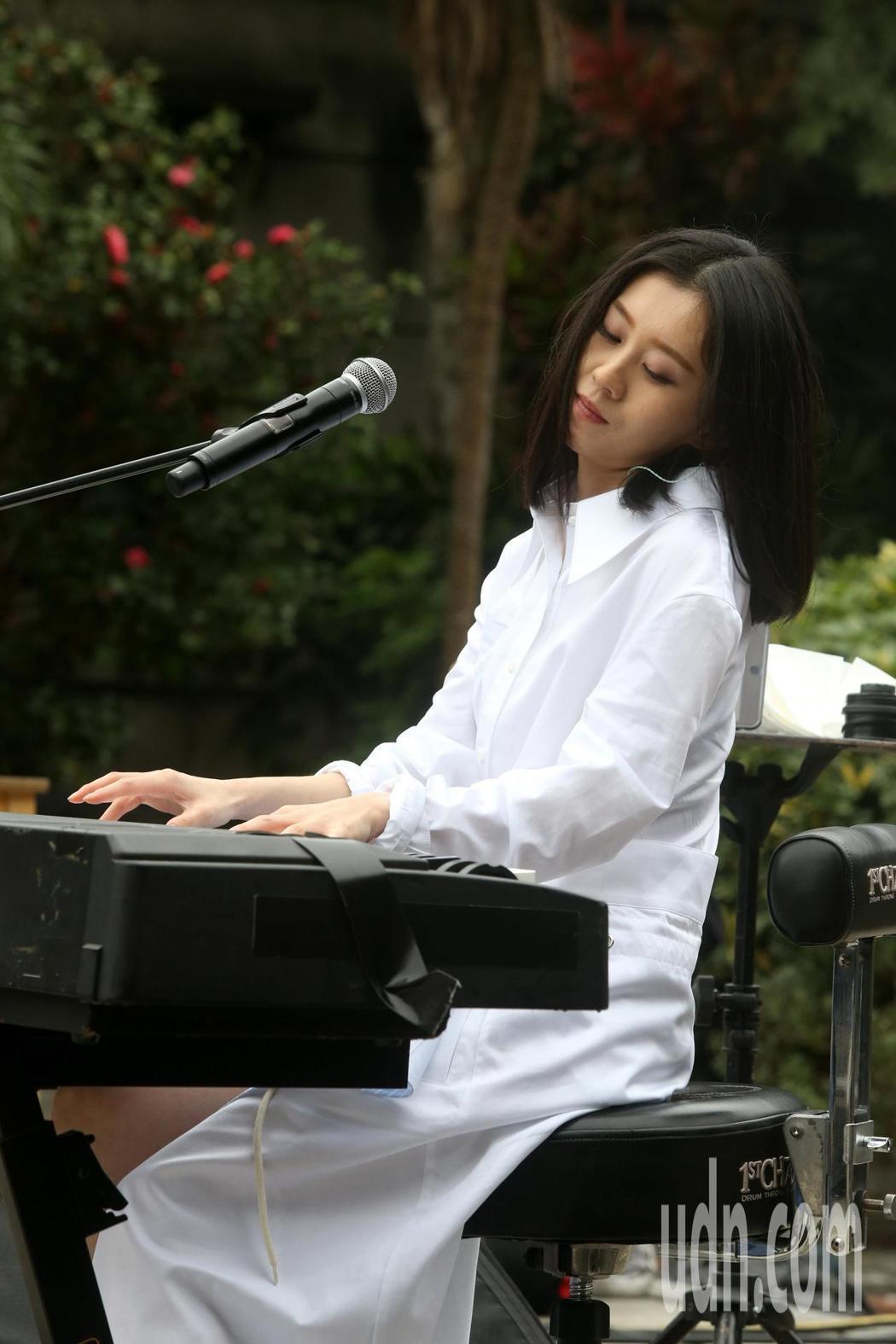 白安今天舉行「一日一生」春季巡迴見面會,以現場演唱和歌迷共度一個下午。記者邱德祥