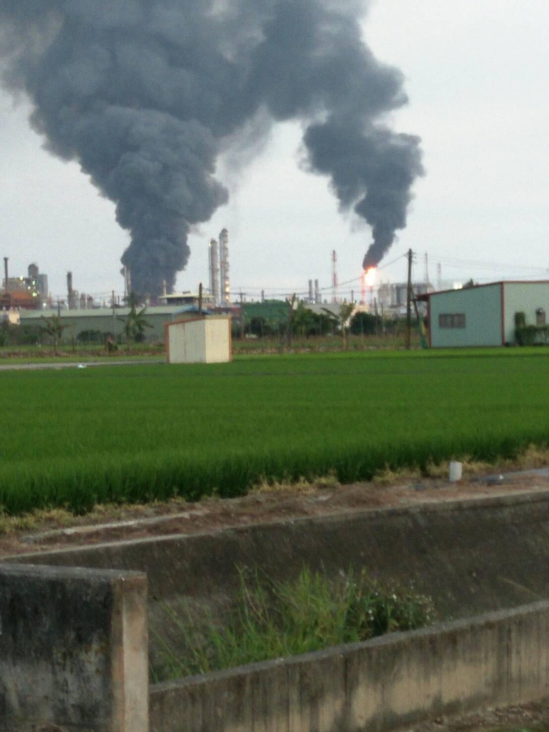 林園工業區今天傍晚發生火警。記者林保光/翻攝