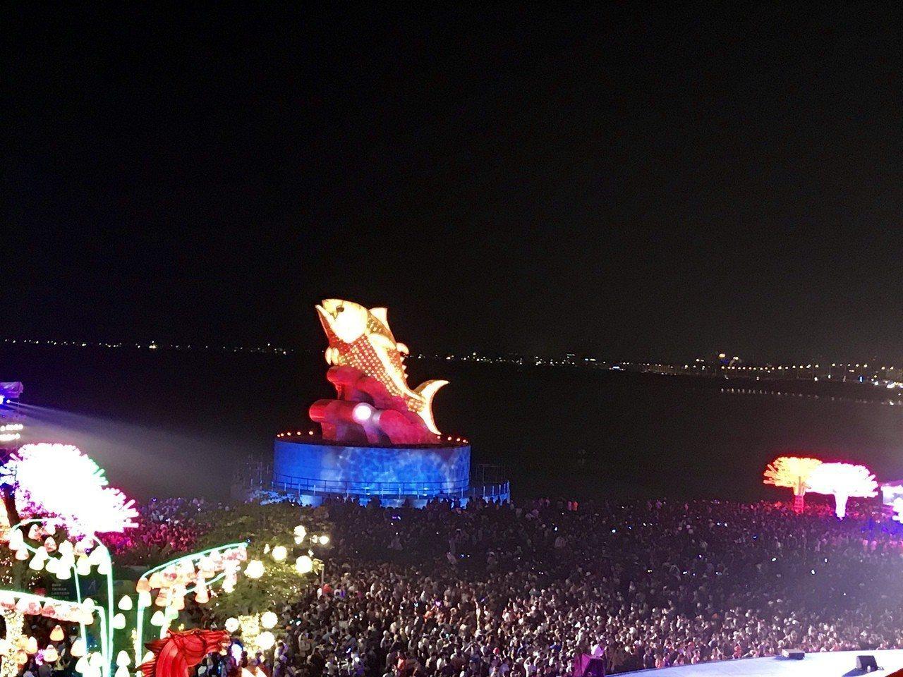 二二八連假第一天,台灣燈會湧入167萬人次賞燈,塞爆大鵬灣。記者江國豪/攝影