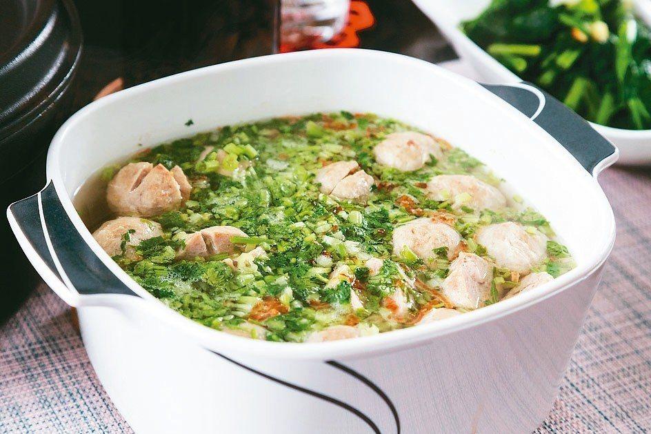 認真做菜,是江家人的日常。 圖/陳立凱攝影、江振誠提供