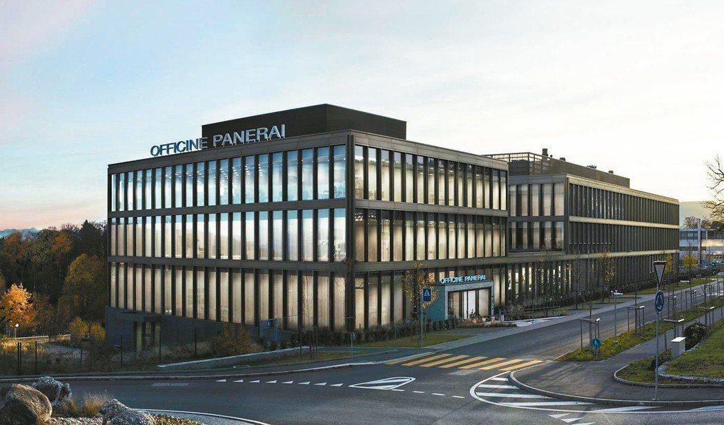 沛納海的第二座製表廠於2014年啟用,囊括了機芯製作、表殼切割、品質檢測和維修部...