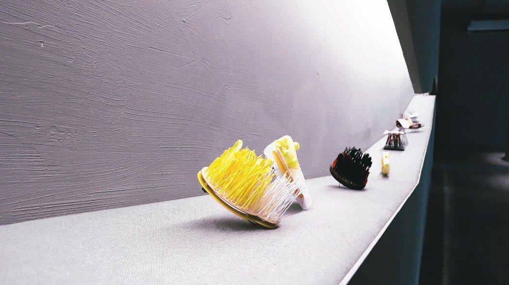 「紅×線 當代首飾展」展出當代設計大師Franz Bette作品。 圖/金馬賓館...