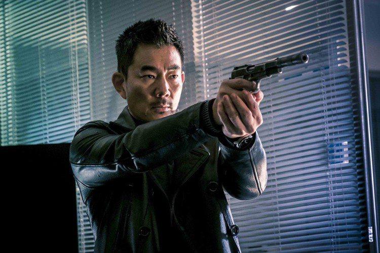 好萊塢動作名導雷尼哈林執導香港警匪動作片「沉默的證人」,集合男星張家輝及任賢齊,並結合香港及好萊塢動作電影元素,打造耳目一新的警匪片。本片更獲選香港電影節開幕片。曾執導「終極警探2」、「割喉島」等好...