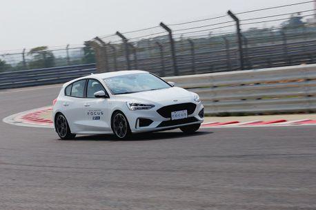 不是神話扭力樑,但Ford Focus ST-Line在賽道真的很可以!