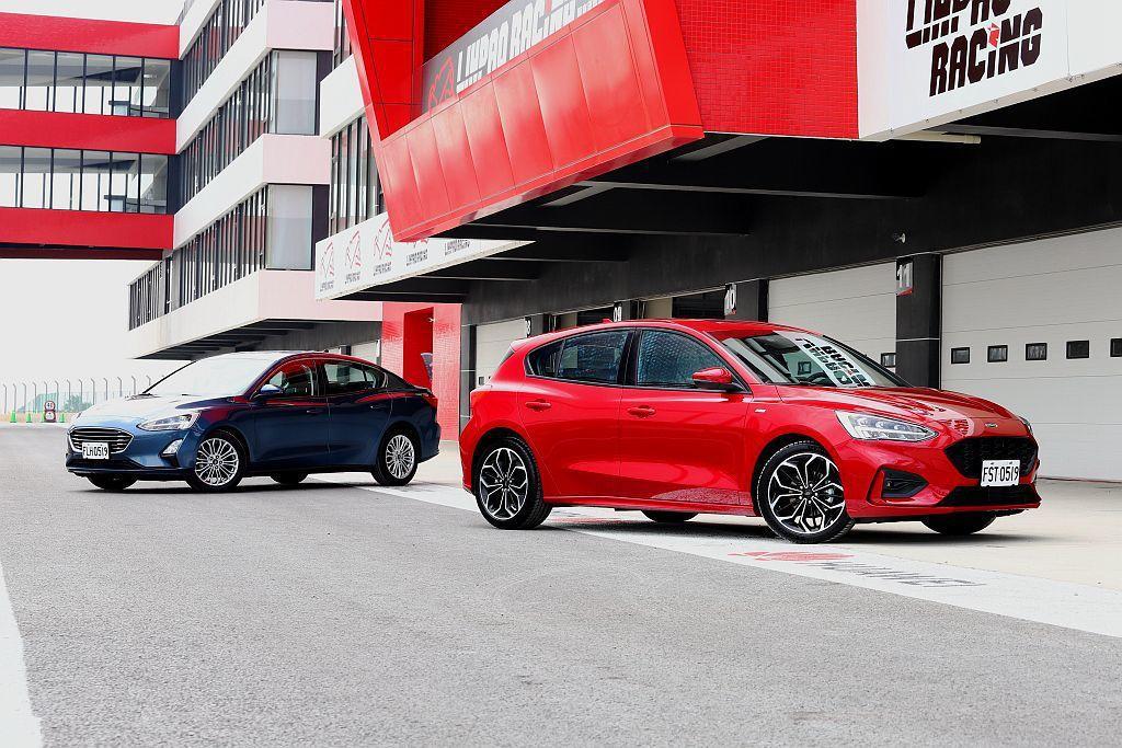 在接近相同的車體架構且還有車尾剛性補強的設計下,五門車型的重量並沒有比四門車型有太大差異,但過彎時的車尾慣性就有所不同。 記者張振群/攝影