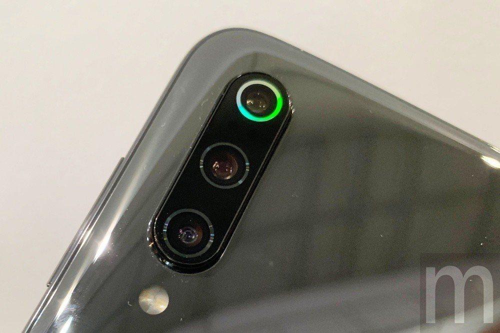 在4800萬畫素主相機外圈也有類似炫彩效果