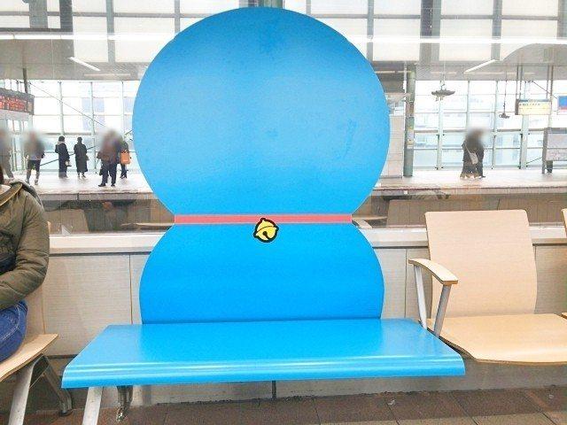 登戶車站改裝,充滿哆啦A夢元素。圖/翻攝自日本推特