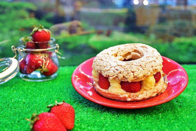 脆皮草莓泡芙。圖/天成飯店集團提供