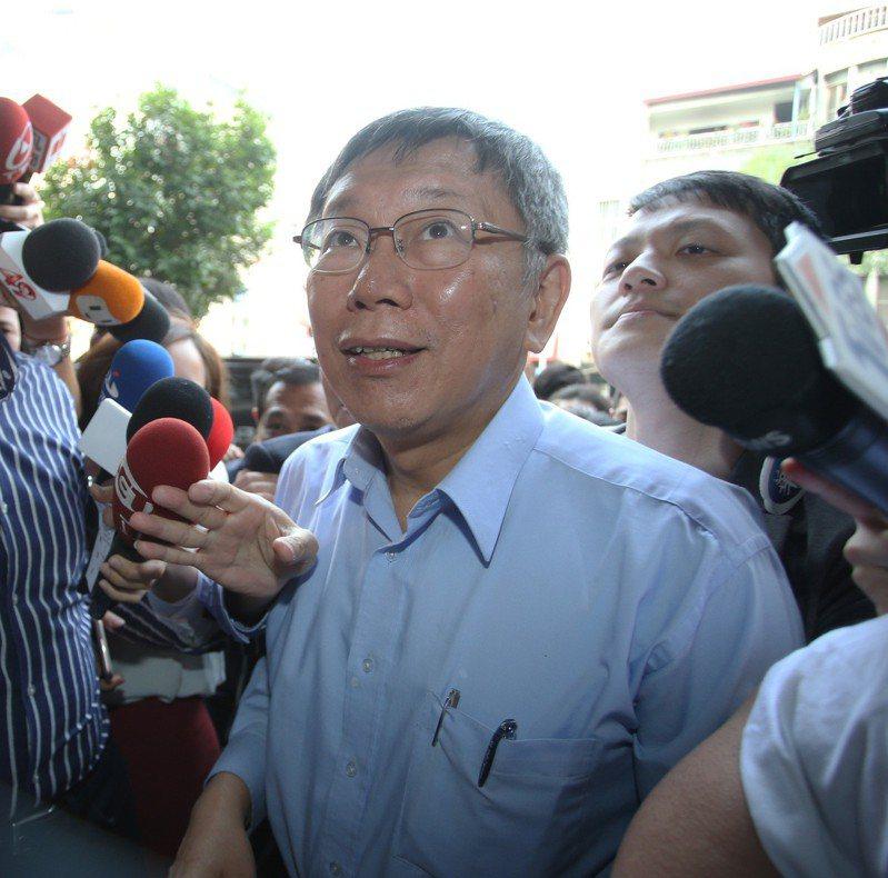 台北市長柯文哲今天在高雄與基層互動,未與高雄市長韓國瑜碰面。記者劉學聖/攝影