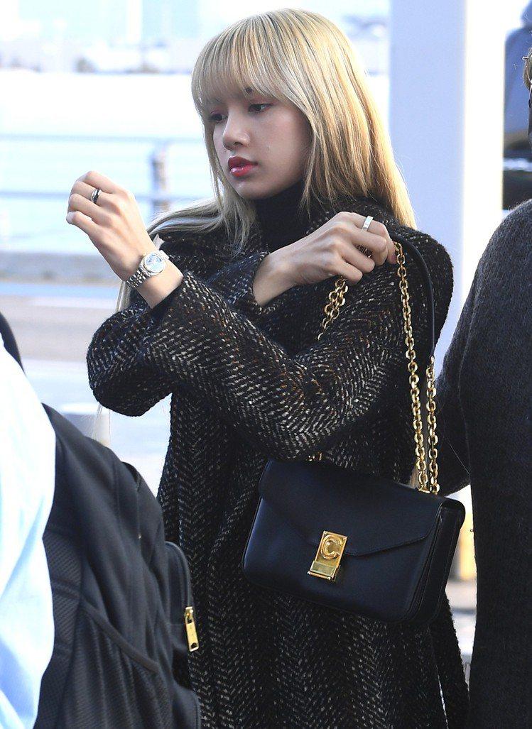 韓團BLACKPINK成員Lisa也是首波擁有C Bag的明星之一。圖/CELI...
