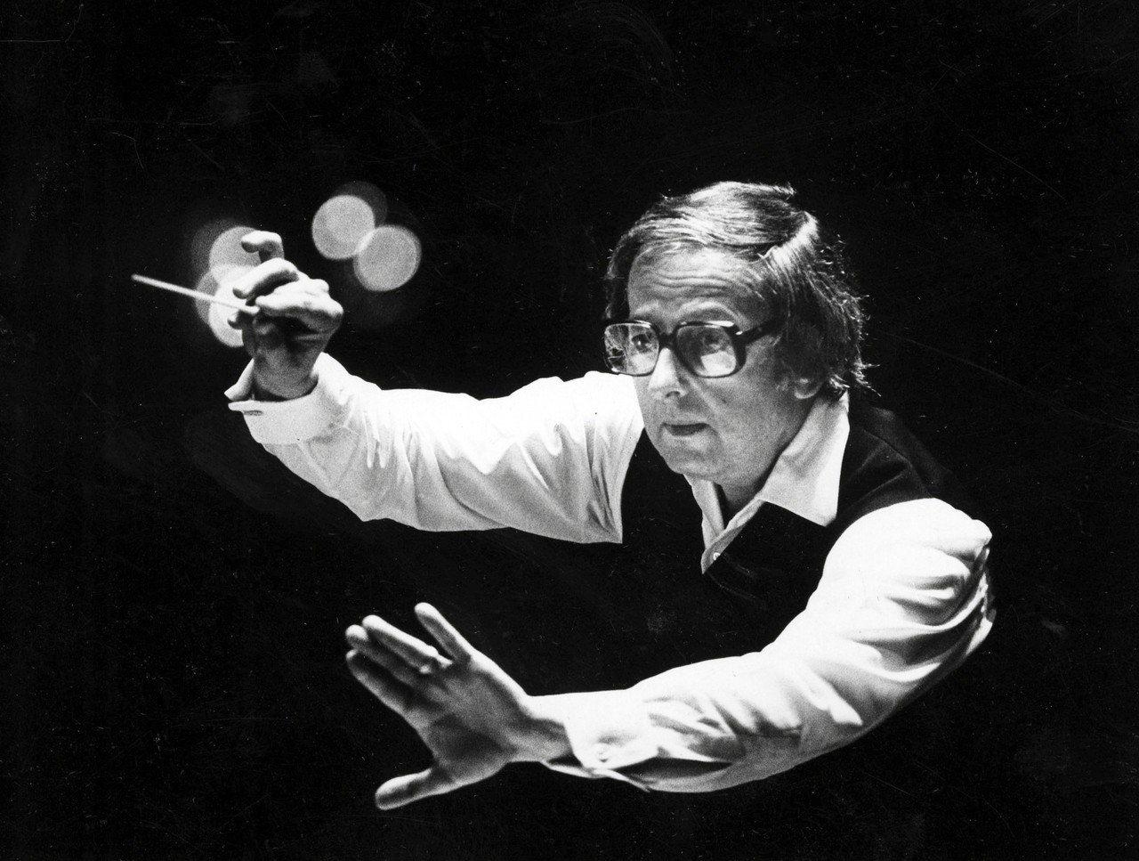 普列文1984年指揮匹茲堡交響樂團的神情。美聯社