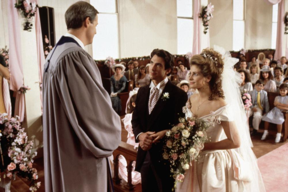 狄倫麥德莫特與茱莉亞羅勃茲在「鋼木蘭」中結婚,戲外曾訂婚但無緣成眷屬。圖/摘自C...